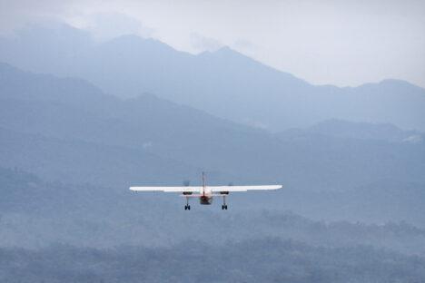 vliegtuig plane mountains