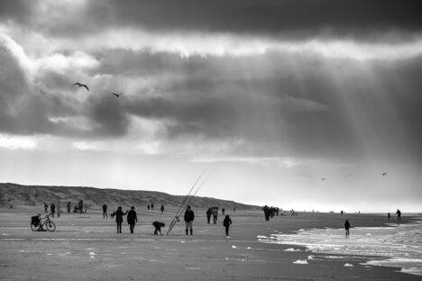 Strandwandeling aan zee
